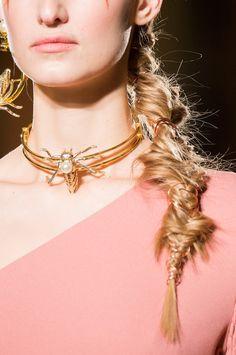 La tresse fantaisiste chez Christian Siriano - Les tendances cheveux vues à la Fashion Week de New-York automne-hiver 2017-2018