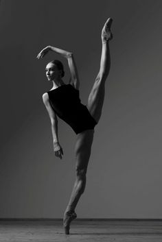Ballet Beautiful - Photographer Darian Volkova Uliana Lopatkina and Igor Zelensky in Diamonds. Olga Smirnova, Prima Ballerina of The Bolshoi Ballet Photographer Dar Ballet Du Bolchoï, Ballet Studio, Paris Opera Ballet, Bolshoi Ballet, Royal Ballet, Ballet Dancers, Ballet Theater, Ballet Girls, Dance Tutorial
