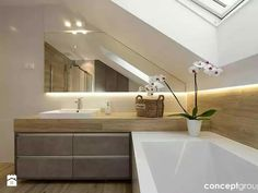 Attic, toilet and bathroom equipment in the attic .- Attic, toilet and bathroom equipment with a window on the attic floor. Modern design and decoration. Loft Bathroom, Bathroom Renos, Bathroom Interior, Small Bathroom, Bathroom Styling, Bathroom Inspiration, Cheap Home Decor, Home Remodeling, Bathtub