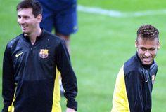 Neymar Treino Barcelona (Foto: Agência EFE). Messi e Neymar brincam no treino do Barcelona em Milão (Foto: Agência EFE)22/10/2013.