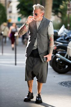 Nick Wooster can wear whatever the hell he wants, use whatever button holes he wants…and ALWAYS look cool!