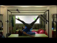 Pilates Ana Galvão 60 - Fortalecimento no Cadillac usando Foam Roller - YouTube