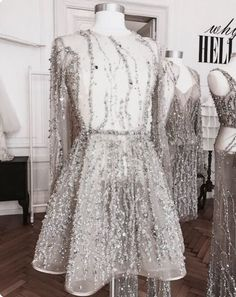 The latest fashion trends & style advice. See the best designer & high-street shopping catwalk fashion red carpet & celebrity style options for you. Dresses Short, Prom Dresses, Wedding Dresses, Lace Wedding, Couture Fashion, Runway Fashion, 90s Fashion, Latest Fashion, Fashion Trends