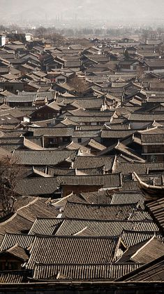 Lijiang, China. To preserve the identity of the old chinese naxi town, the city management requires all new buildings to have traditional tiled roofs to maintain a synchronised look.  #travel