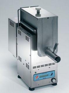 La Polentera, proposta da Agritechstore, è un utile ed innovativo sistema che consente di lavorare la polenta meccanicamente e di servirla sempre fluida e fresca. Polentera permette di cuocere e di mantenere la polenta fluida in temperatura per 8\10 ore.
