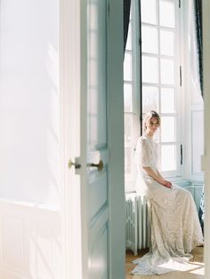 Shouting all the Je t'aime's for this Parisian Wedding Inspiration. Shouting all the Je t'aime's for this Parisian Wedding Inspiration. European Wedding, French Wedding, 1920s Wedding, Wedding Photography Inspiration, Wedding Inspiration, Wedding Ideas, Garden Inspiration, Wedding Details, Wedding Favors