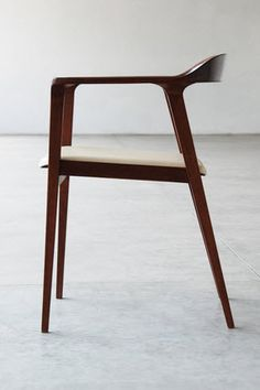 Chair Willow by Sean Yoo Wood Furniture, Modern Furniture, Furniture Design, Contemporary Dining Chairs, Modern Chairs, Cool Chairs, Furniture Inspiration, Dining Room Chairs, Chair Design