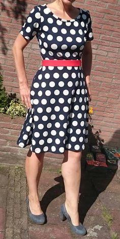 Blauw met witte stippen jurk by moredresses4me.blogspot.nl