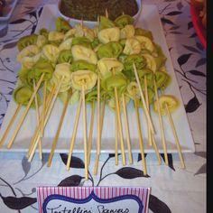 Tortellini skewers with basil pesto