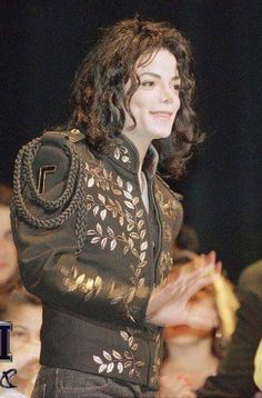 "The Children Choice Awards - April 1994 (Michael receives the ""Caring For Kids"" award) Paris Jackson, Jackson 5, Michael Jackson Vivo, Michael Jackson Jacket, Children's Choice, Mj Dangerous, Michael Jackson Wallpaper, King Of Music, The Jacksons"