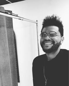 """943.6 mil Me gusta, 10.6 mil comentarios - The Weeknd (@theweeknd) en Instagram: """"⚡️"""" #sunrise #glasses"""