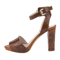 Pimp your basic look with special high heels form #Escada -