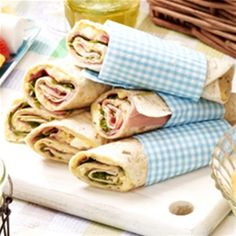 Wraps met ham en eiersalade by carrie Tea Snacks, Snacks Für Party, Lunch Snacks, Healthy Snacks, Lunch Wraps, Taco Wraps, Tapas, Brunch, Pita Wrap