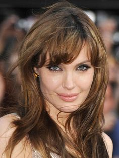 angelina jolie hairstyles with bangs Got fine wavy hairAND a cowlick Bill Angsts cut and colour advice Cowlick Hairstyles, Easy Updo Hairstyles, Hairstyles With Bangs, Goddess Hairstyles, Celebrity Hairstyles, Angelina Jolie Makeup, Angelina Jolie Hairstyles, Celebrity Wedding Hair, Medium Hair Styles