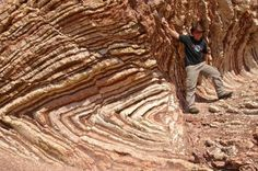 Recumbent fold has an essentially horizontal axial plane. linear, fold axial plane oriented at low angle resulting in overturned strata in one limb of the fold. Earth And Space Science, Science Nature, Fold Geology, Types Of Folds, Planetary Science, Cool Rocks, Rocks And Minerals, Natural Wonders, Natural World