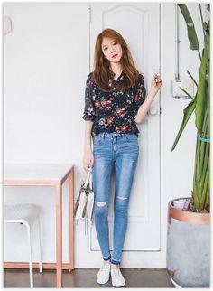 Here's Gorgeous korean fashion outfits Korean Fashion Trends, Korean Street Fashion, Korea Fashion, Kpop Fashion, Ootd Fashion, Asian Fashion, Fashion Outfits, Simple Outfits, Classy Outfits