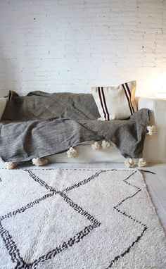 Vintage Moroccan Rug Natural virgin wool AZILAL por lacasadecoto, €525.00 barefootstyling.com