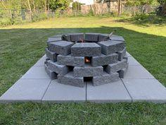 Backyard Hill Landscaping, Fire Pit Backyard, Paver Fire Pit, Diy Fire Pit, Diy Retaining Wall, Fire Pit Plans, Wall Fires, Fire Pit Designs, Backyards