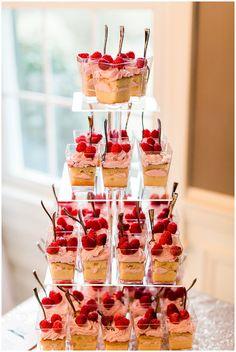 Mini strawberry shortcake at wedding dessert bar Mini Dessert Cups, Mini Desserts, Dessert Recipes, Mason Jar Desserts, Rustic Wedding Desserts, Dessert Bar Wedding, Wedding Food Bars, Wedding Rustic, Wedding Ideas