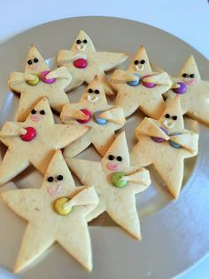 Bake Star Men yourself for Advent and Christmas: These sweet cookies in the shape of Star Men are not only beautiful, they are also easy and quick to bake! With our recipe you can bake the star males Christmas Treats, Christmas Baking, Christmas Cookies, Sweet Cookies, Sweet Treats, Sugar Cookies Recipe, Cookie Recipes, Cute Food, Gingerbread Cookies