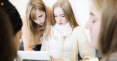 Det digitale spejl er et undervisningsmiddel til arbejdet med unge, deres færden på nettet, identitet og de fodspor de sætter online.