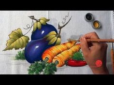 legumes pintura em tecido - Pesquisa Google One Stroke Painting, Painting Videos, Fabric Painting, Painting & Drawing, Tole Decorative Paintings, Painted Trays, Paint And Sip, Art Google, Easy Drawings