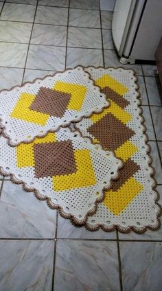 Granny Square Runner Pattern Diagram and Inspiration. Loving this easy to create granny square runner,… Granny Square Häkelanleitung, Granny Square Crochet Pattern, Crochet Squares, Crochet Table Runner Pattern, Crochet Rug Patterns, Crochet Motif, Crochet Rugs, Free Crochet, Crochet Home Decor