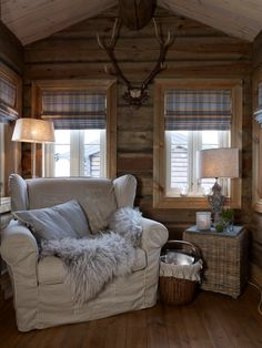 5 Celebrities Awesome Cabin In The Woods - Modern Survival Living Log Cabin Furniture, Rustic Wood Furniture, Western Furniture, Eames Rocking Chair, Eames Chairs, Arm Chairs, Office Chairs, Upholstered Chairs, White Dining Room Chairs
