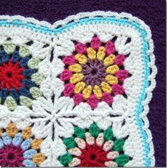 Free Pattern of Flowers in the Snow.