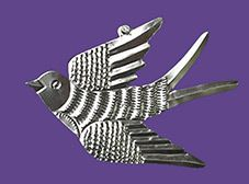 Mexican tin swallow, golondrina, bird wall decor is handmade in Oaxaca. The unpainted, gleaming silver color bird measures 9 inches long. Tin Can Art, Tin Art, Aluminum Foil Crafts, Metal Crafts, Tin Foil Art, Mexican Wall Art, Soda Can Crafts, Recycled Art Projects, Tin Walls