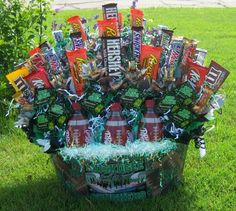 for the end of football season to give to the team or to the coaches Football Coach Gifts, Football Stuff, Football Season, Cool Gifts, Diy Gifts, Raffle Baskets, Gift Baskets, Chinese Auction, Candy Cakes