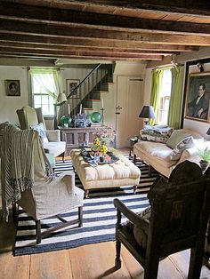 Just lovely - Wonderful Chic Cottage Room. The Cut, New York Magazine Cottage Living, Cozy Cottage, Cottage Homes, Cottage Style, Style At Home, Deco Champetre, English Country Cottages, Boho Home, Cottage Interiors