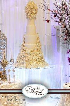 With the art of sugar flowers, we create an unforgettable wedding cake masterpiece! Extravagant Wedding Cakes, Amazing Wedding Cakes, Elegant Wedding Cakes, Amazing Cakes, Royal Cakes, Gorgeous Cakes, Pretty Cakes, Beautiful Desserts, Beautiful Things