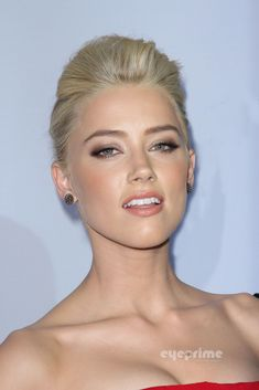 """Amber Heard Photo: Amber Heard: """"The Rum Diary"""" Premiere in Hollywood, Oct 13 Best Beauty Tips, My Beauty, Beauty Women, Beauty Hacks, Beauty Makeup, Beauté Blonde, Short Blonde, Amber Heard Images, Amber Heard Makeup"""