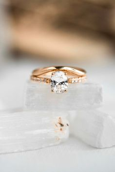 A simple curved band made to shadow a larger ring. #considerthewldflwrs