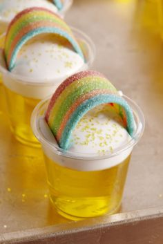 21 Jello Shots To Make For Your St. Patrick's Day Party Jello shots can make a party go from boring to extremely fun. Check out these 21 different jello shot ideas for your next party! Jello Shot Recipes, Alcohol Drink Recipes, Cake Recipes, Rainbow Jello Shots, Rainbow Candy, Jello Shooters, Dessert Shooters, Jello Pudding Shots, Green Jello