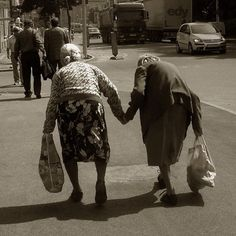The true meaning of BFF - best friends forever! Best Friends Forever, My Best Friend, Girlfriends Forever, True Friends, Old Friends, I Smile, Make Me Smile, Portraits, Aging Gracefully