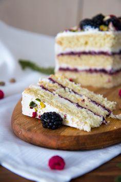 Kokosový dort s ostružinami – Kitchen Affair Sweet And Salty, No Bake Cake, Food Inspiration, Sweet Recipes, Tart, Blueberry, Icing, Good Food, Food And Drink