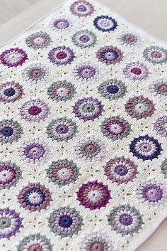 Tekike by sirliiz, via Flickr crochet afghan from http://www.ravelry.com/projects/sirliiz/sunburst-granny-squares. Love these colors!