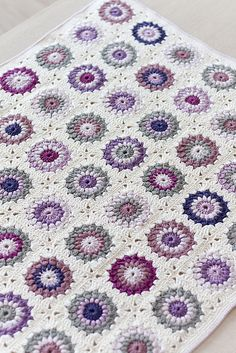 Sunburst Granny afghan from http://www.ravelry.com/projects/sirliiz/sunburst-granny-squares. Love these colors!