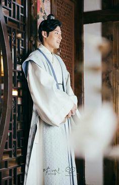 Kang Ha Neul is the prince in Moon Lovers Korean Drama Movies, Korean Actors, Kang Ha Neul Moon Lovers, Scarlet Heart Ryeo, Korean Girl Band, Kang Haneul, Korean Entertainment, Korean Star, Traditional Fashion