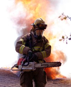 A firefighter at work with a Stihl Saw. Tree Felling, Stihl Chainsaw, Tree Of Life, Firefighter, Master Chief, Wood Art, Trees, Sea, Photos