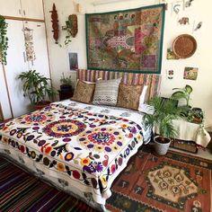 Bohemian house decor home ideas beach interior decorating Bohemian Bedrooms, Bohemian Style Bedding, Boho Bedroom Decor, Bohemian House, Boho Room, Bohemian Interior, Modern Bedroom, Hippie House Decor, Bohemian Headboard