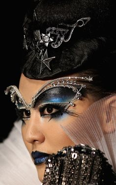 China Fashion Week Fall 2013 | Makeup artist Mao Geping.