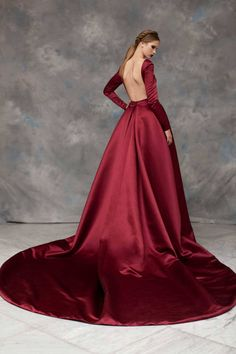 """"""" ✫ Empress Leia Vader meeting with Grand Admiral Rae Sloane Rayane Bacha, Fall 2019 """" What if… Darth Vader discovered Leia on Alderaan at a young age and reclaimed her. Satin Dresses, Nice Dresses, Formal Dresses, Wedding Dresses, Vintage Dresses, Runway Fashion, High Fashion, Fashion Outfits, Women's Fashion"""