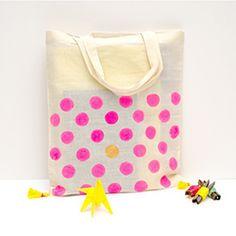Tinker Finca // Make: Polka Dot Tote Diy Tote Bag, Diy Purse, Tote Bags, Ufo, Diy Lipstick, Diy Bags Purses, Stencil Diy, Summer Diy, Tampons