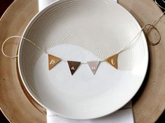 Dress up your Thanksgiving table with fun DIY place cards perfect for the season. Thanksgiving Name Cards, Thanksgiving Table Settings, Thanksgiving Gifts, Holiday Tables, Thanksgiving Decorations, Table Decorations, Thanksgiving Quotes, Christmas Tables, Thanksgiving Appetizers