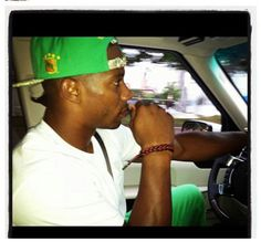Victor Cruz of the New York Giants reppin that Royal Green