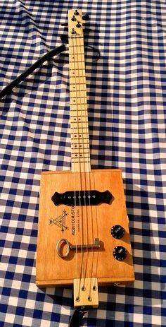 Cigar box guitar Montecristo #cigarbox #guitar