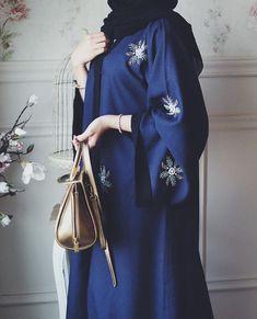 Hijab Fashion Selection of over 100 looks in trendy and chic Abaya Islamic Fashion, Muslim Fashion, Modest Fashion, Fashion Dresses, Fashion 2017, Abaya Designs, Abaya Style, Abaya Chic, Modest Wear